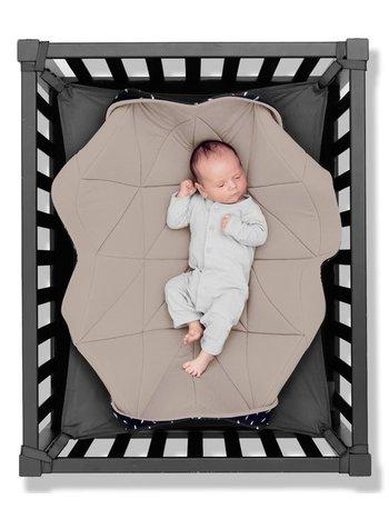 Hangloose Baby  boxkleed, speelkleed en hangmat in één - Gentle Sand / Zand - 98 x 78 cm