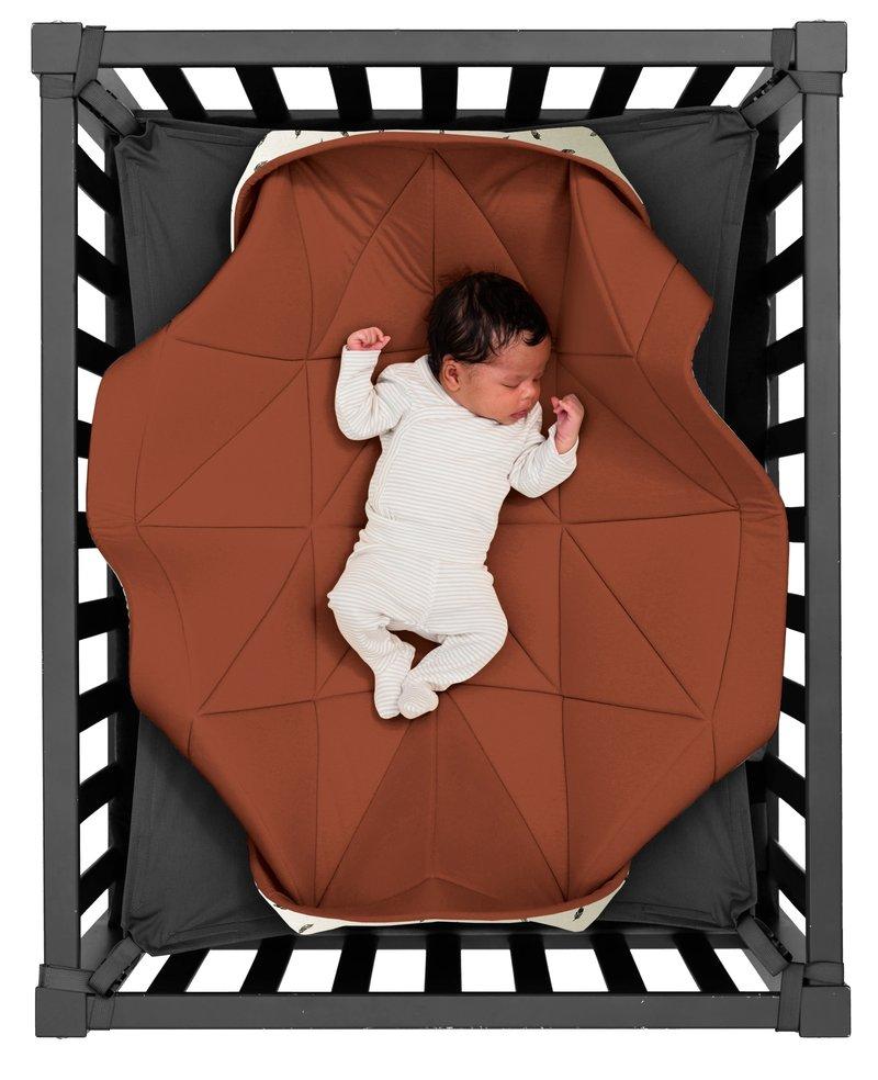 Hangloose Baby Baby  boxkleed, speelkleed en hangmat in één - Dusty Terra Roestbruin - Bamboo stof - 98 x 78 cm