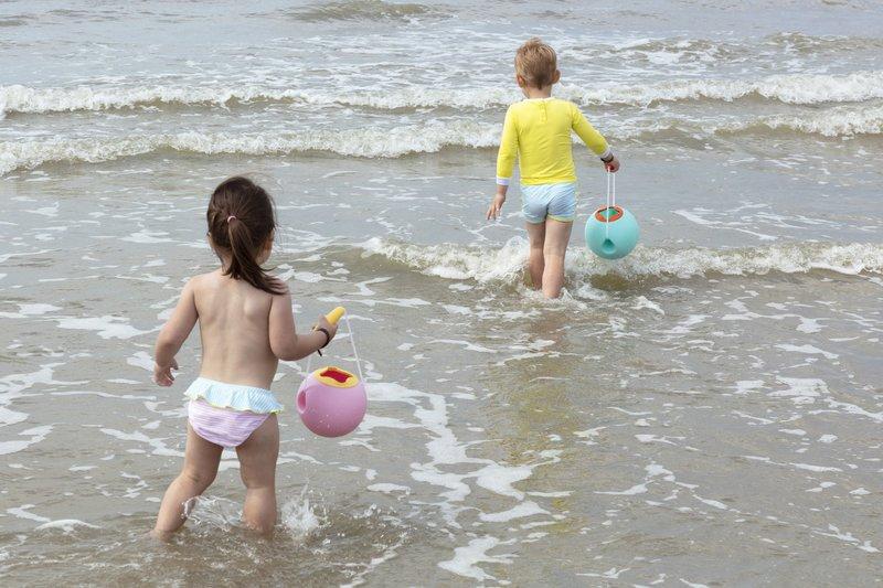 Quut Mini Ballo Banana Pink Strand Emmer - Bad Strand Speelgoed Meisje -  Cadeau 1 jaar | 2 jaar | 3 jaar | 4 jaar | 5 jaar - Geel Roze - 1,70 liter