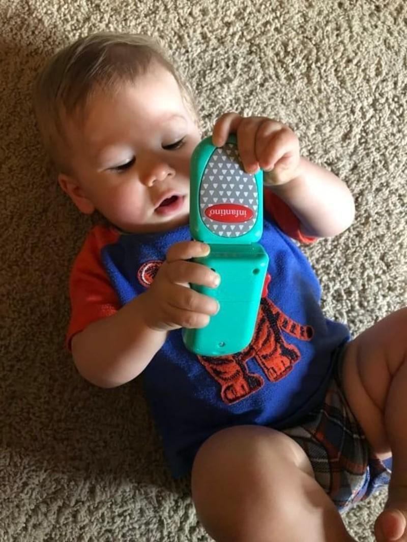 Infantino Speelgoed Telefoon Mobieltje - Flip en Peek Fun Phone