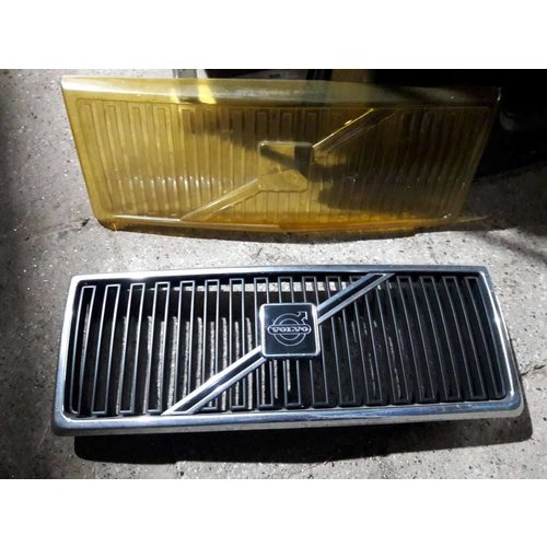 Grille 1312656 NEW Volvo 240