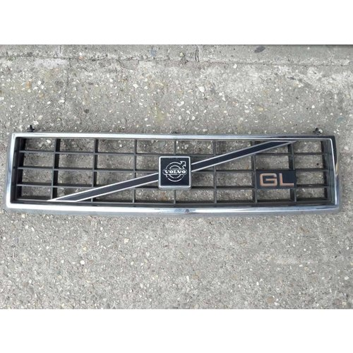 Grill with GL badge 3203302-9 uses Volvo 340