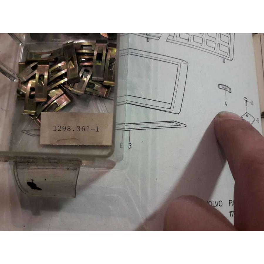 Clip grillerand 3298361 vanaf '82-'85 NIEUW Volvo 340, 360