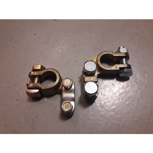 Battery pole clamp plus / minus pole NEW Volvo Universal