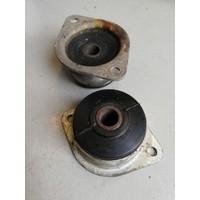 Topmount rubber tbv voorvering 3100950-9 gebruikt DAF, Volvo 66