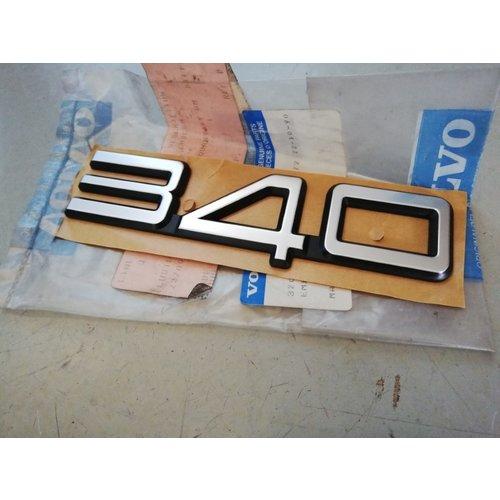 Embleem kofferbak achterklep '340' 3208877 NOS Volvo 340