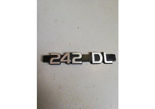 Embleem kofferbak achterklep '242DL' 1202413 gebruikt Volvo 242