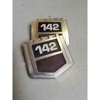 Embleem voorscherm zijschild  '142' gebruikt Volvo 142