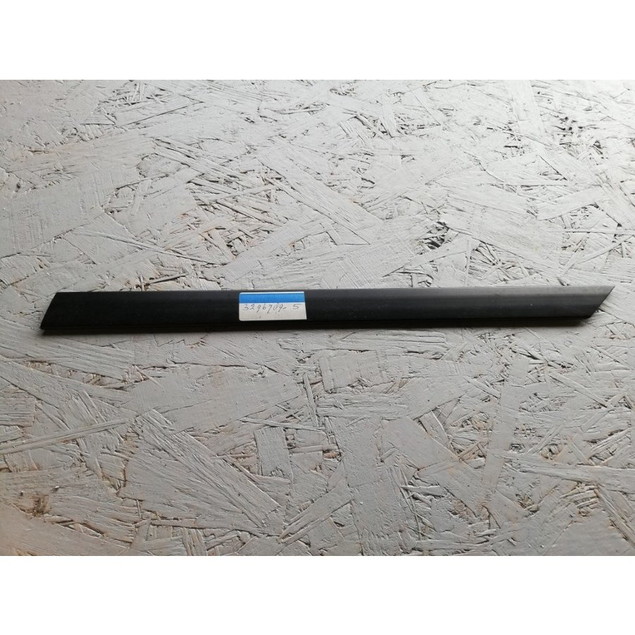 Trim frame for front door RH 3296789-5 NOS from '80 -'84 Volvo 340, 360