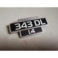 """Embleem """"343 DL 1.4"""" spatscherm voorscherm spatbord 3271844 NIEUW Volvo 343"""