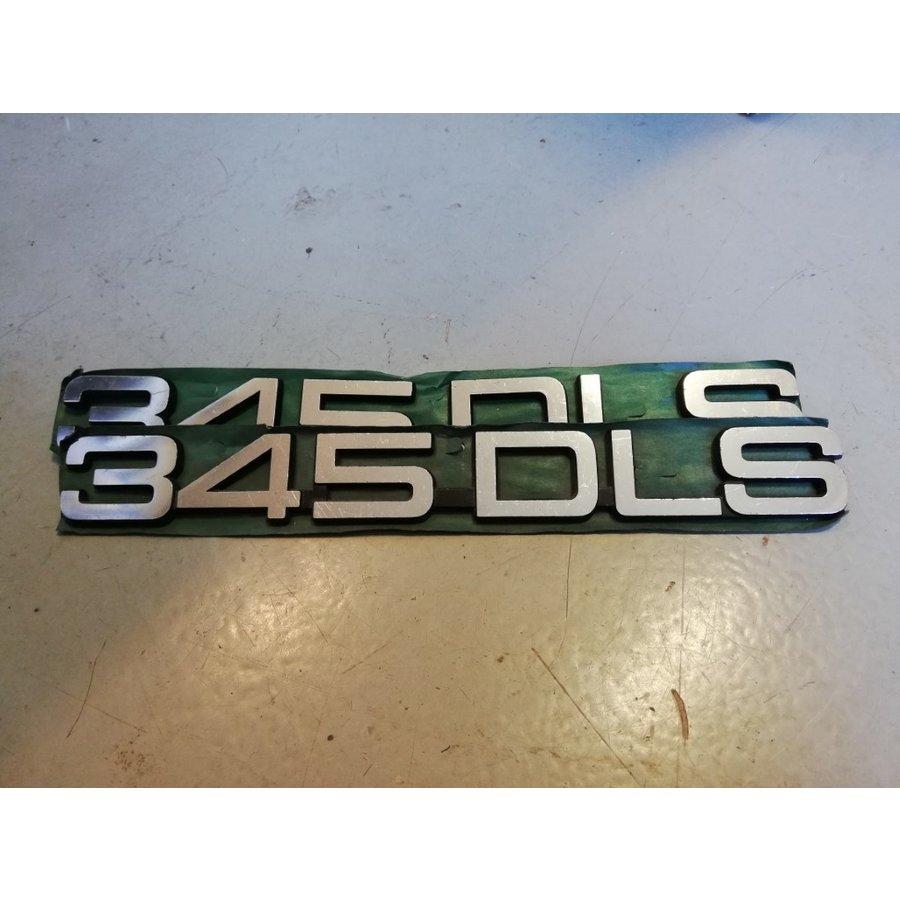Belettering embleem achterzijde kofferbak '345DLS' 3282446-8 NOS Volvo 345