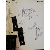 Scharnier sluiting motorkap 3104319-3/3104320-1 NOS DAF 66, Volvo 66
