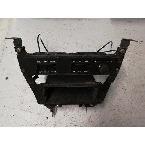 Frame middenconsole dashboard kachelschuif ventilatiebediening gebruikt Volvo 240, 260