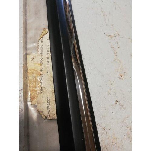 Trim strip front door LH 4/5 doors 1325617 NEW Volvo 740, 760