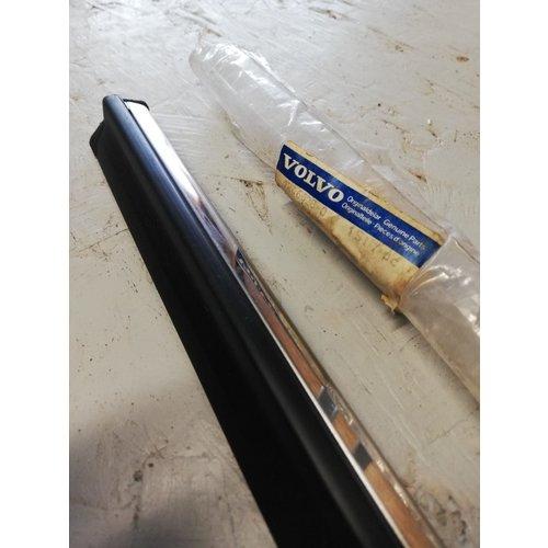 Sierlijst voorscherm RH 1246628 NIEUW Volvo 240, 260