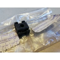 Bevestigingsrubber koppelingskabel kunstof 1272307 NOS Volvo 240, 260