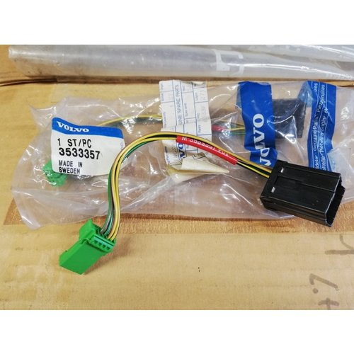 Radio plug cable harness 3533357 NOS from 1994- Volvo 850