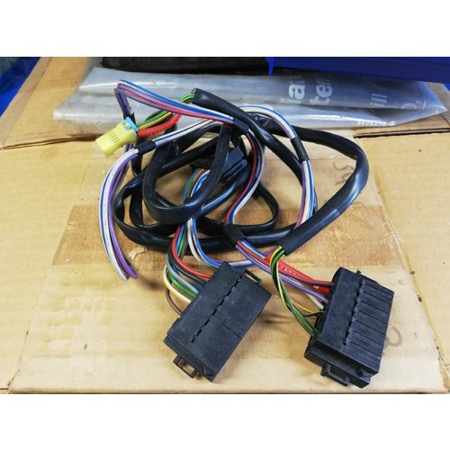 Radio plug wire harness 1384884 NOS Volvo 740, 760, 780
