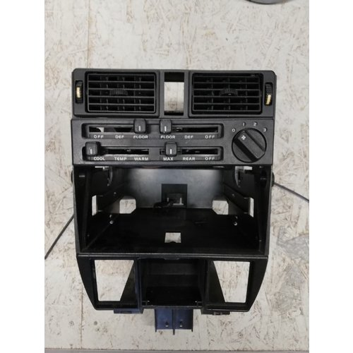 Frame middenconsole dashboard kachelschuif ventilatiebediening gebruikt '80-'84 Volvo 340, 360