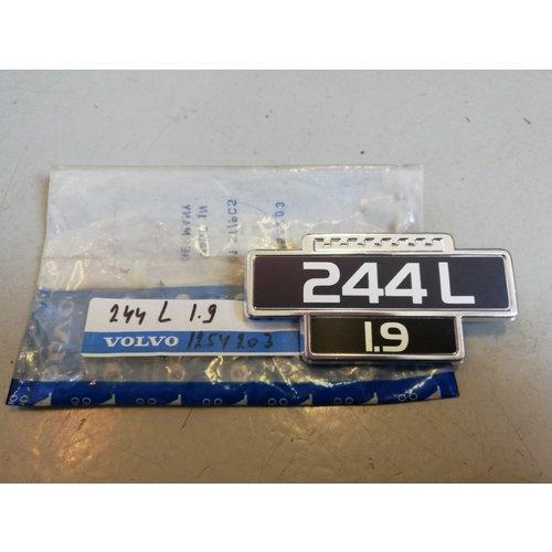 Embleem '244L 1.9' 1254203 NOS Volvo 240