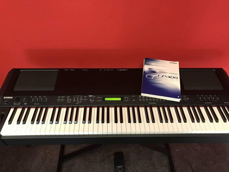 Yamaha CP300 (Jong Gebruikt)