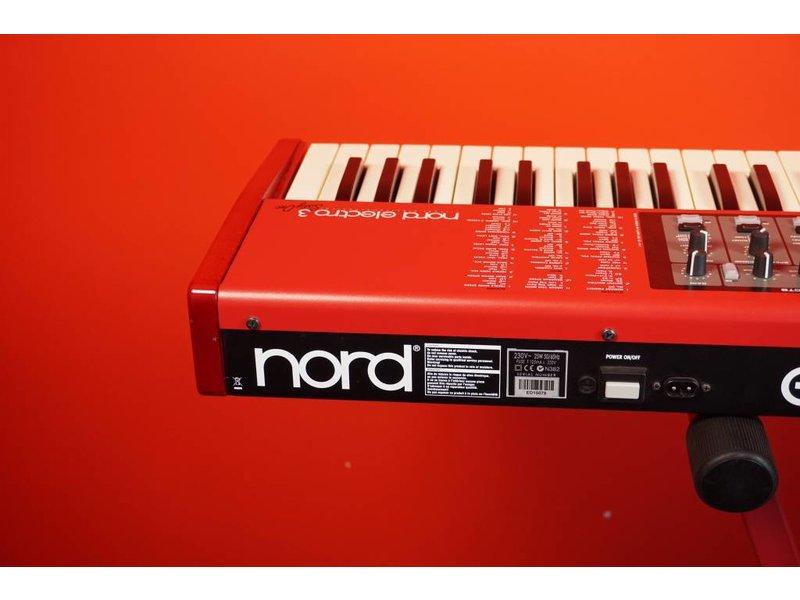 NORD Electro 3 61 (jong gebruikt)