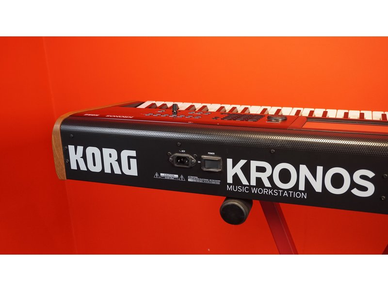 KORG Kronos 2 61 (met Gator Softcase)