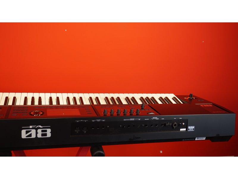 ROLAND FA08 (B-stock)