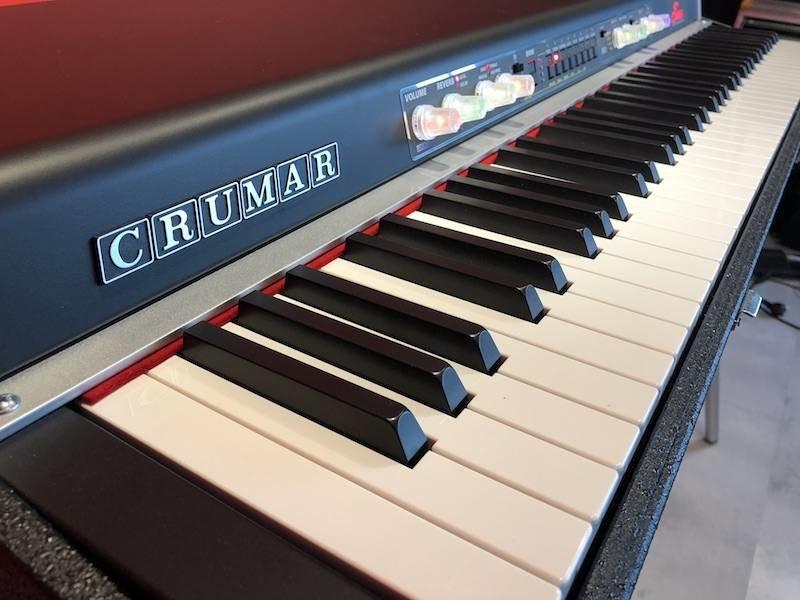 Crumar  Seven (jong gebruikt)