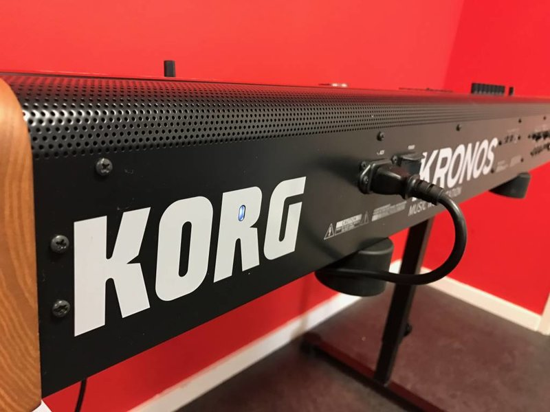 KORG Kronos V2 61 (jong gebruikt)