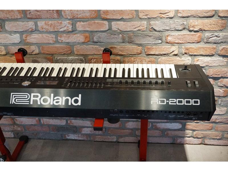 ROLAND RD2000 met flightcase  (jong gebruikt)