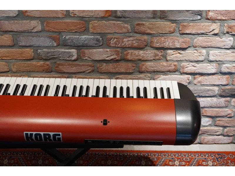 KORG  SV1 73 red edition (jong gebruikt)