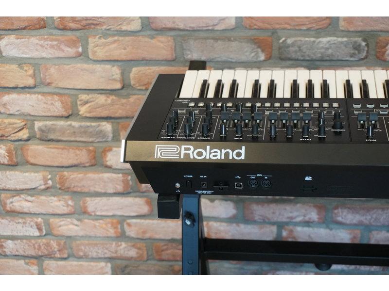 ROLAND  System 8 (jong gebruikt)