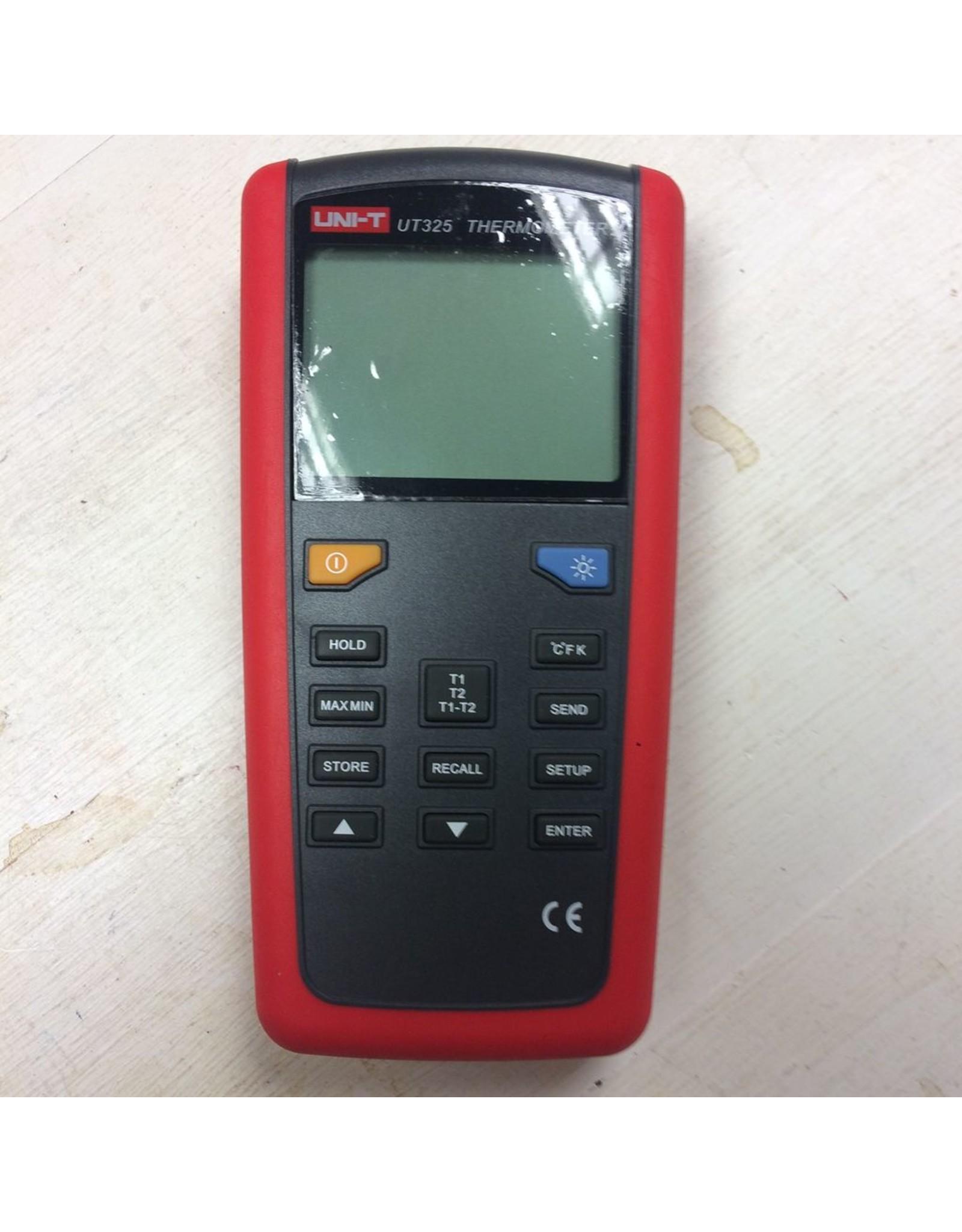 UT325 Digital Pyrometer/Thermometer