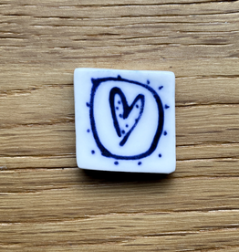 Small tile with heart in circle 20x20mm