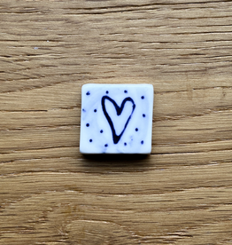 Small tile with heart and spots 20x20mm