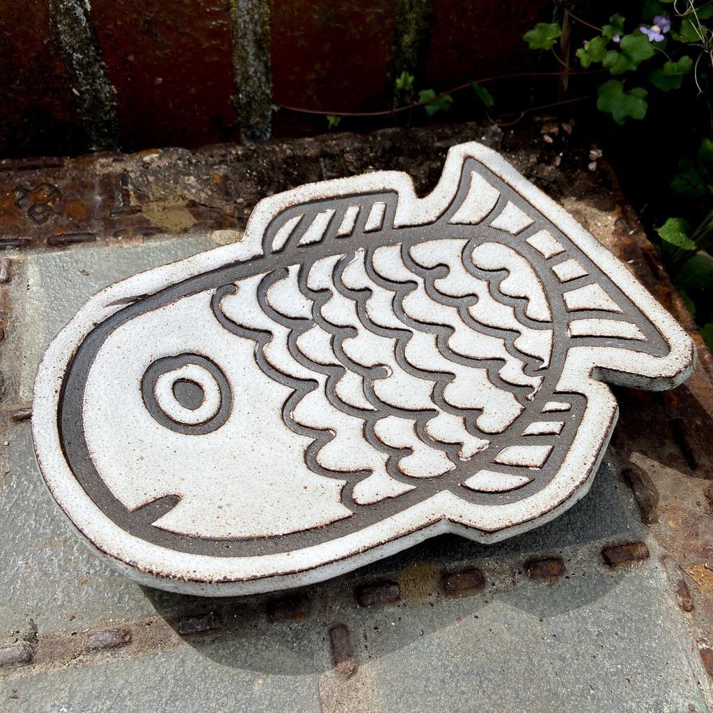 Handbuilt embossed stoneware dish in black clay with white stone glaze. Big fish. 220 x 160 x 40mm.