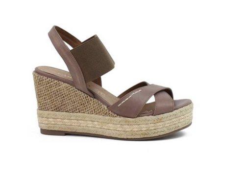 Carmela Carmela 65512 wedge sandals