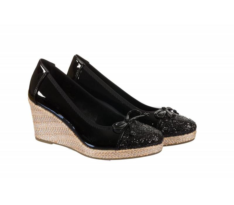 322709 Black Patent Wedge
