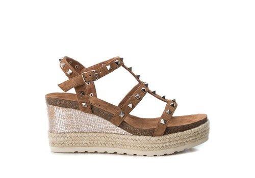 Carmela Carmela 66719 Tan Stud Sandal