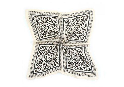 Peach Accessories Peach F672 silver leopard scarf