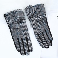 Peach HA1945 Bow detail Black Gloves