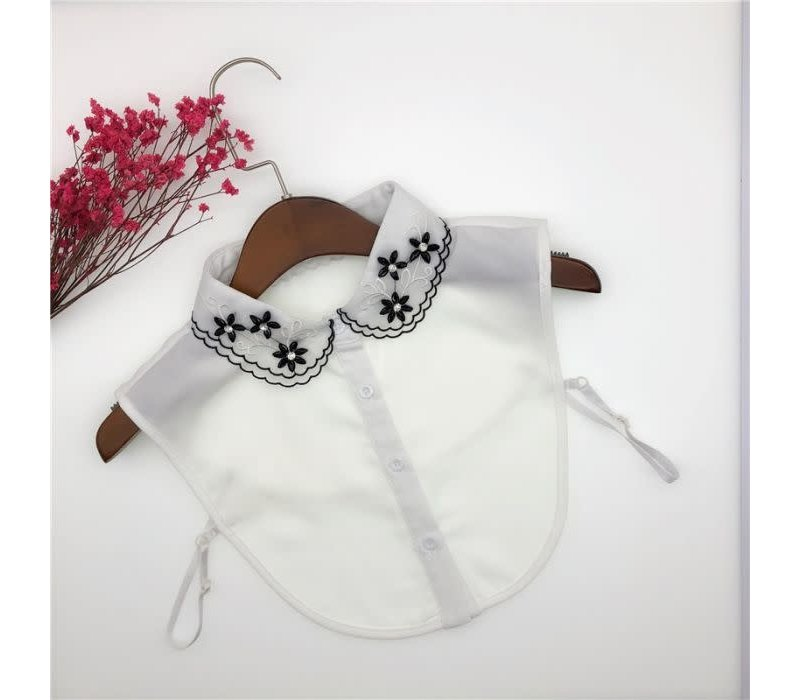 7728  Lace with Black Flowers Collar