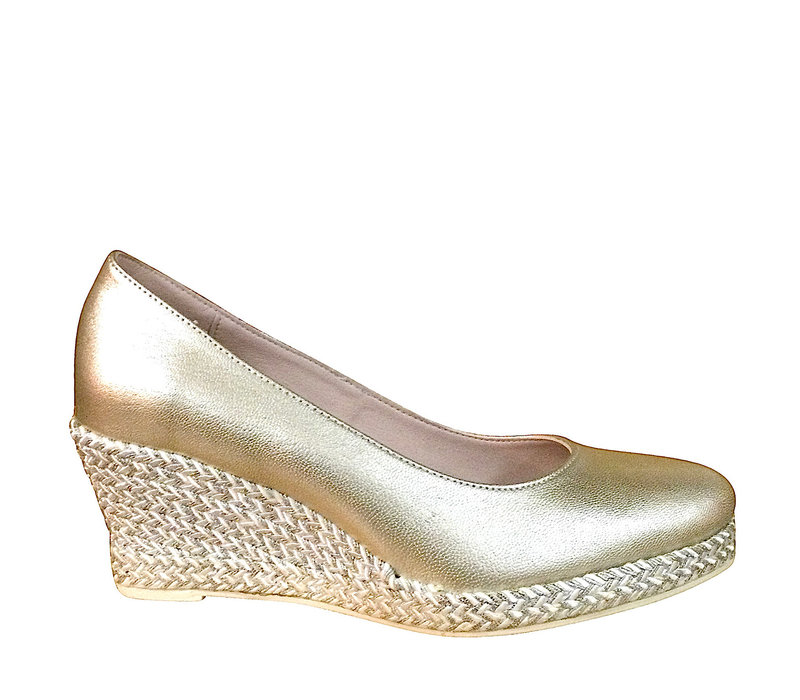 6019-M Gold Wedge Pumps
