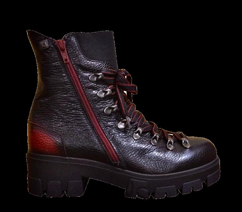Jose Saenz 3018 Black/Red Tracker