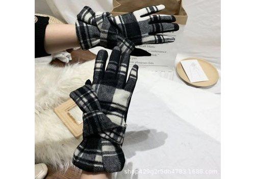 Peach Accessories HA223 Blk/Wht Tartan cosy Gloves