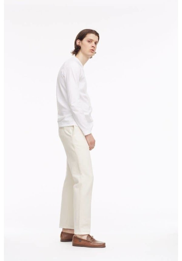 Tue Straight Japan Off-White