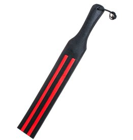 Schwarze Lederklatsche mit roten Streifen