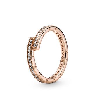 Pandora Sparkling Overlapping ring rose 189491C01