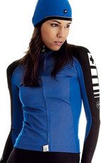 ASSOS A long sleeve jersey with a wind resistant front panel perfect for cooler days
